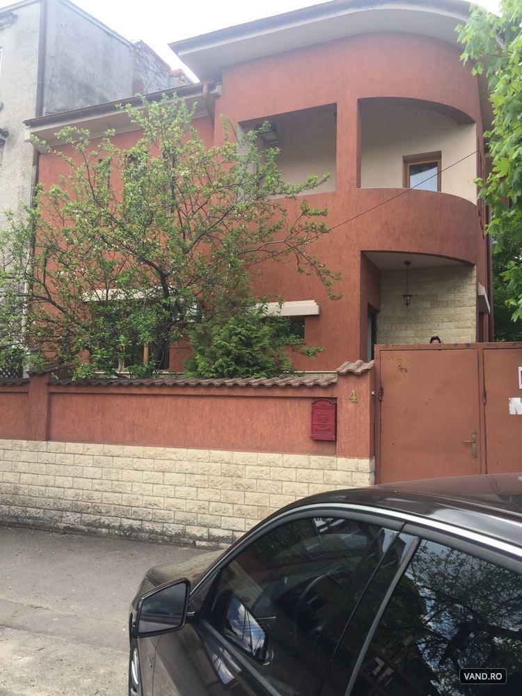 Casa+teren,in fata Palatului Cotroceni. posibilitate constr.